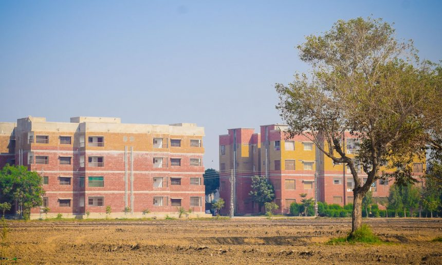 Residential Houses/Apartments